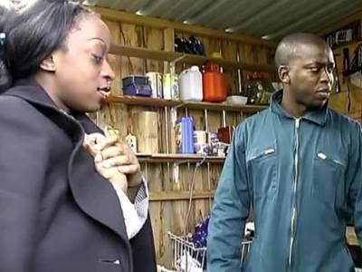 Amateurdreier mit schwarzer Hausdame