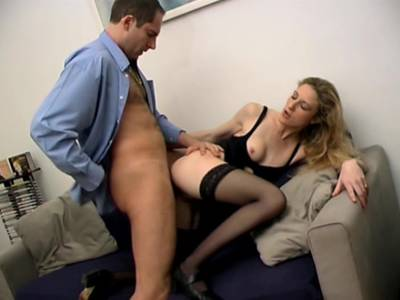 Amateurin macht Analsex in Nylons