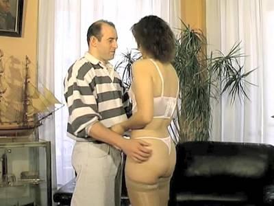 Haarige Milf macht Analsex beim Casting