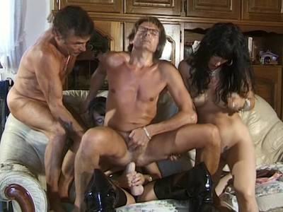 Vierer mit zwei Milf Amateurinnen