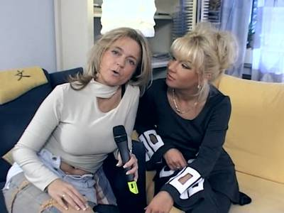 Deutsches Lesbencasting mit blonder Milf