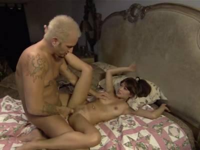 Asiatin beim HD Porno Casting