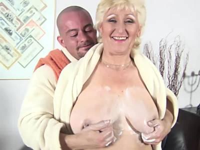 Dicke Granny hat Bock auf einen grossen Schwanz
