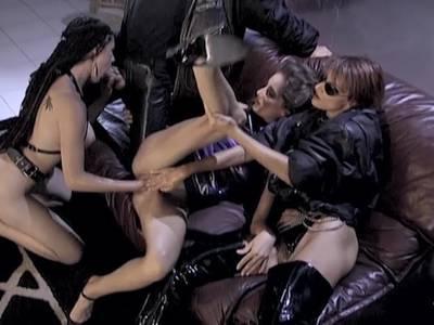 Fetischisten bei einer Hardcore Orgie