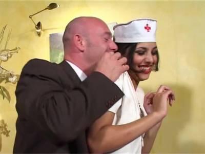 Geiler Pornofilm mit sexy Krankenschwester