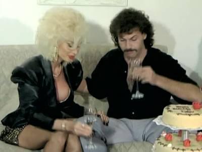 Gruppensexfilm mit Pornostar Dolly Buster