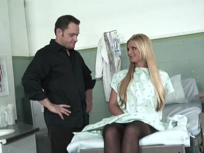 HD XXX Film mit Doktor und geiler Blondine in Nylons