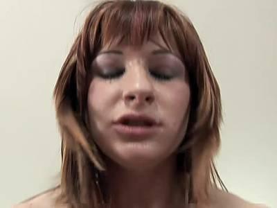Redhead begeistert beim Tittenfick