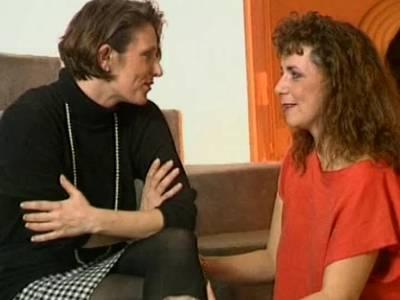 Reife Lesben fisten ihre haarigen Spalten