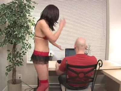 Milf masturbiert vor einem Zuseher