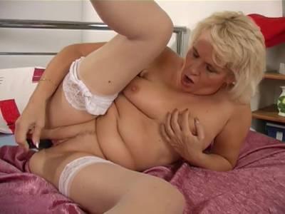 Scharfe Oma in POV Porno